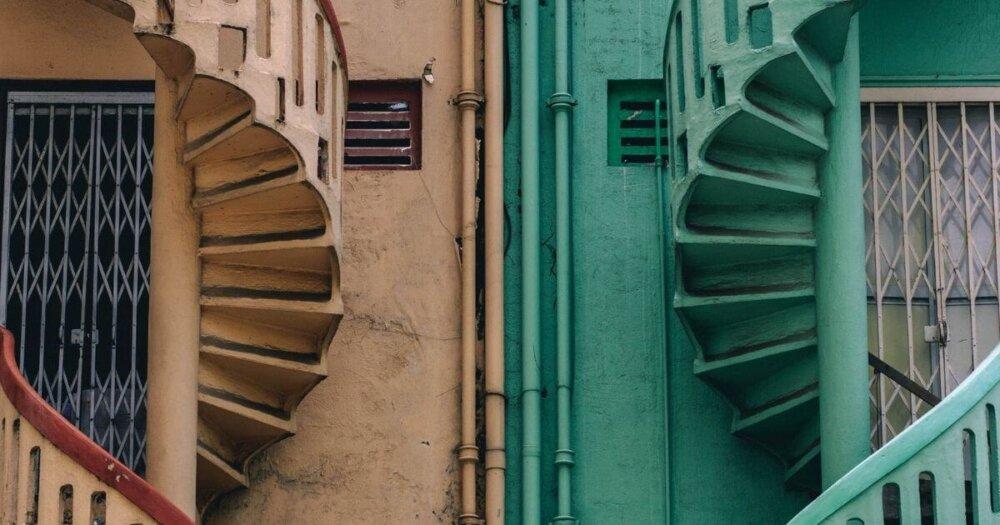 対照的な建物