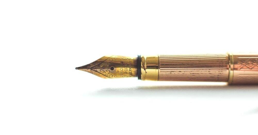 金色のペン