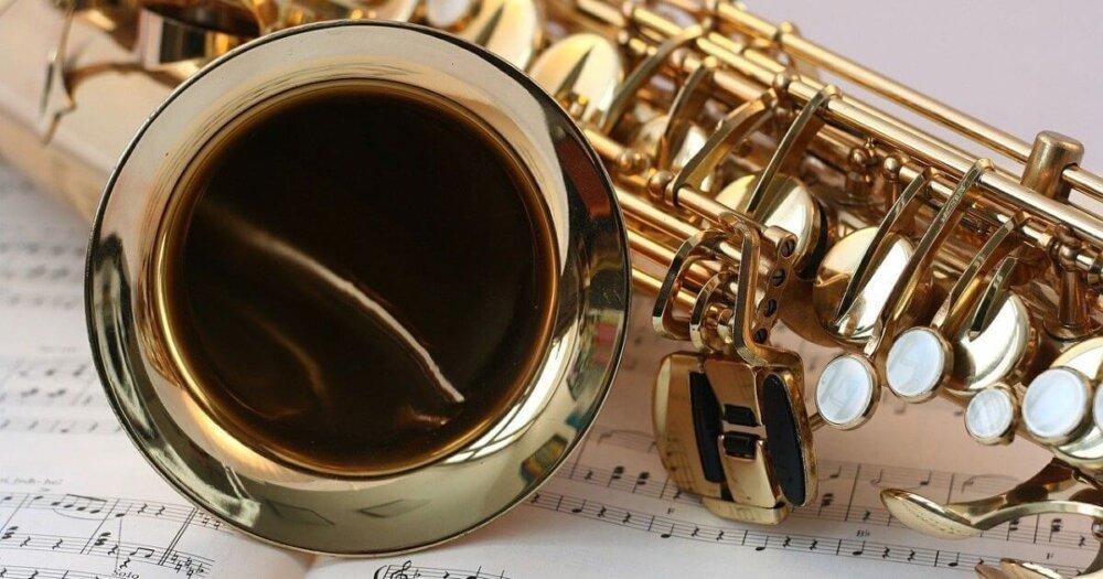 サックスと楽譜