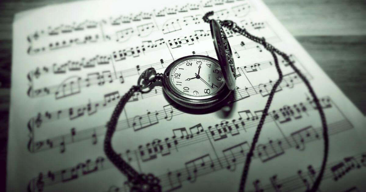 楽譜と時計