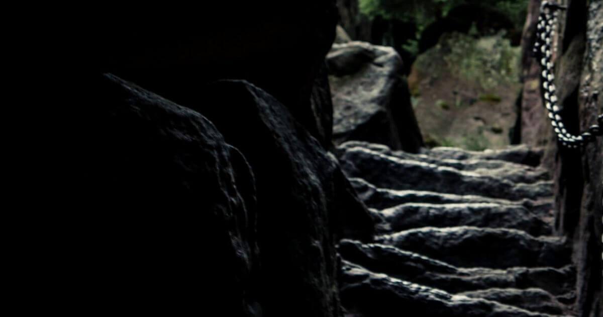 地下洞窟への階段