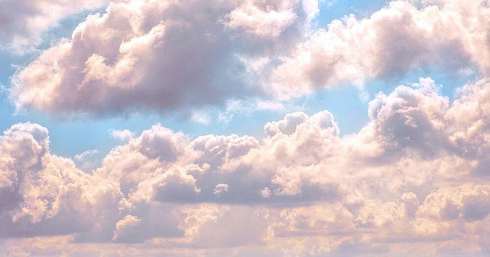 幻想的に光る雲