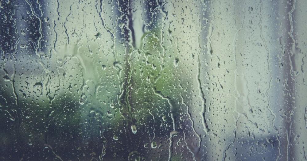 雨の日のガラス窓