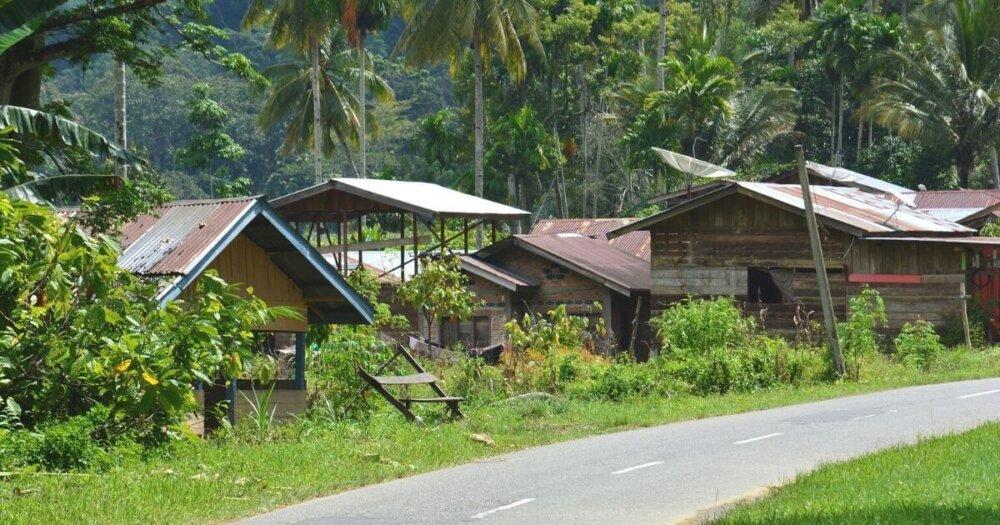 スマトラの家と道路