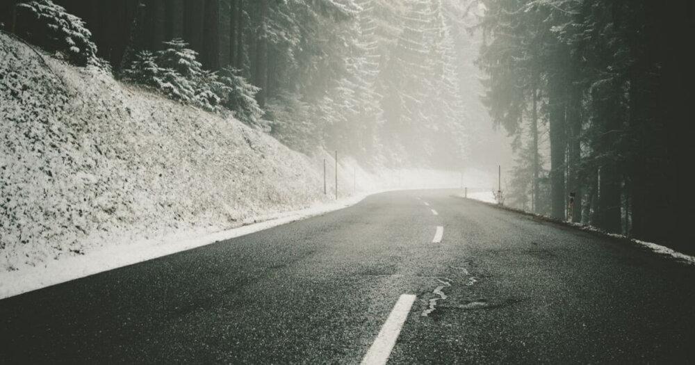 雪山の道路