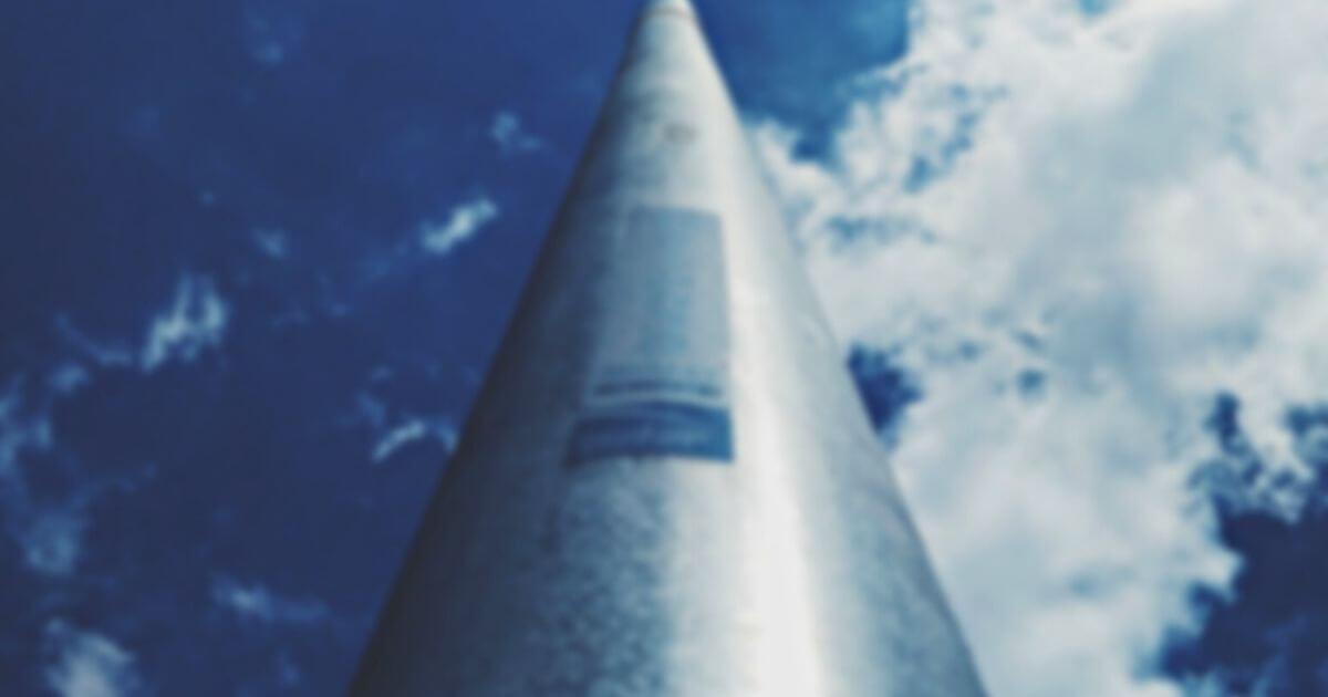 空高くそびえる尖塔